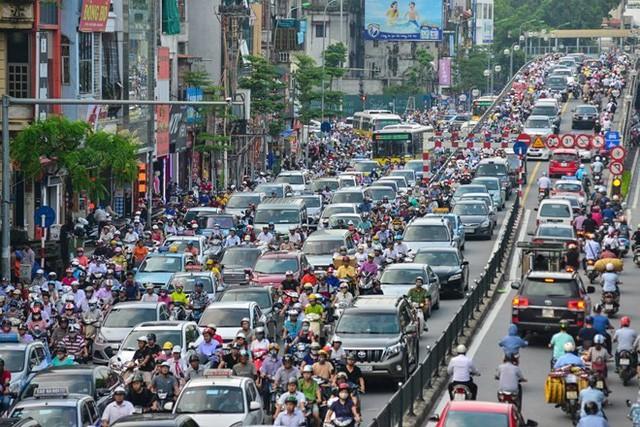 Người Hà Nội mất 45 phút để tìm chỗ đỗ xe ô tô  - Ảnh 2.