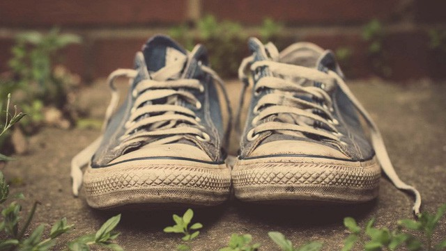 Cậu bé mồ côi vào cửa hàng xin giày miễn phí để thi chạy và câu hỏi khiến người lớn cũng phải vỡ lẽ: Tự tay tạo ra mới là giá trị đáng trân trọng nhất  - Ảnh 1.