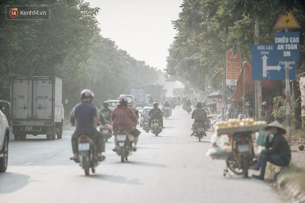 Hiểu như thế nào về tình trạng ô nhiễm không khí tại Hà Nội: Liệu rời thành phố có thể hít thở bầu không khí trong lành? - Ảnh 1.