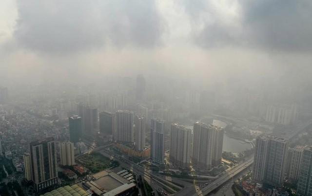 Cuộc sống đảo lộn của người dân Hà Nội những ngày ô nhiễm không khí nặng: Loay hoay tìm đủ cách chống chọi, chẳng dám cho con ra ngoài! - Ảnh 2.