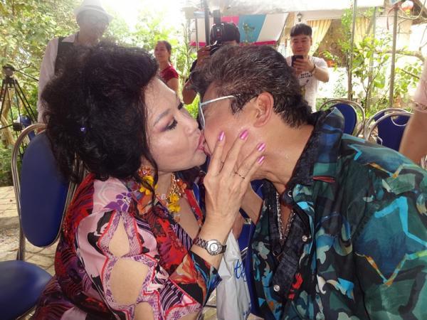 Đời tư của MC Thanh Bạch - nhân vật chính trong ồn ào với NS Xuân Hương: Hai người vợ, 9 lần tổ chức đám cưới vẫn bị nghi ngờ giới tính  - Ảnh 5.