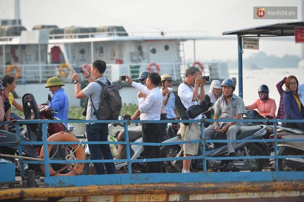 Người Hải Phòng lưu luyến kỉ niệm với những chuyến phà cuối cùng tại bến Bính - Ảnh 10.