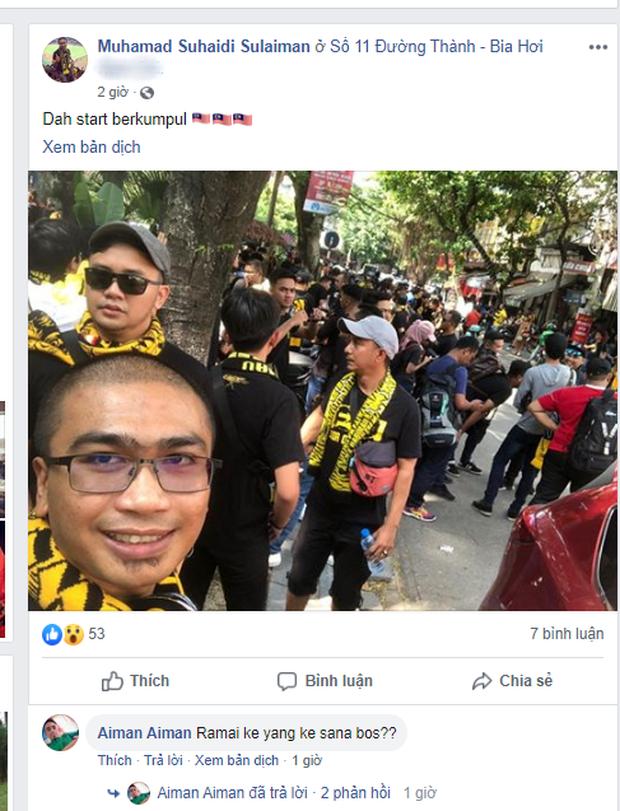 Bỏ ngoài tai lời cảnh báo, fan cuồng Malaysia check in bia hơi Hà Nội, đi lại rầm rộ trên đường phố thủ đô - Ảnh 1.