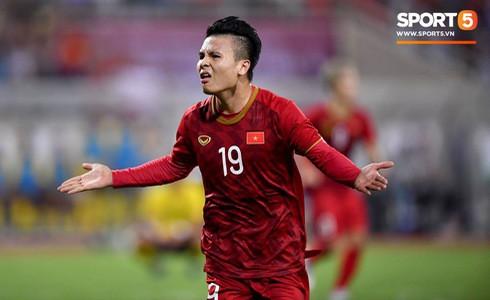 [Vòng loại World Cup 2022] Việt Nam 1-0 Malaysia (H2): Quang Hải lập siêu phẩm ngả người volley - Ảnh 3.