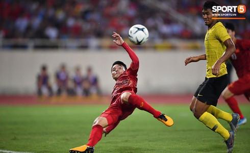 [Vòng loại World Cup 2022] Việt Nam 1-0 Malaysia (H2): Quang Hải lập siêu phẩm ngả người volley - Ảnh 4.