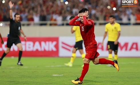 [Vòng loại World Cup 2022] Việt Nam 1-0 Malaysia (H2): Quang Hải lập siêu phẩm ngả người volley - Ảnh 13.