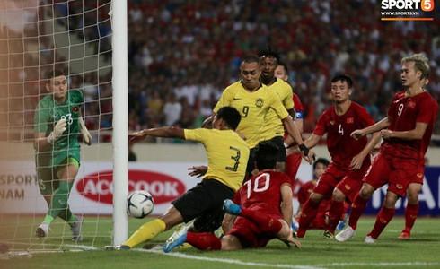 [Vòng loại World Cup 2022] Việt Nam 1-0 Malaysia (H2): Quang Hải lập siêu phẩm ngả người volley - Ảnh 15.