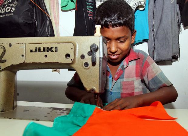 Góc khuất của ngành công nghiệp thời trang nhanh: Đẹp-tiện-rẻ nhưng là cú lừa khủng khiếp cho môi trường - Ảnh 4.