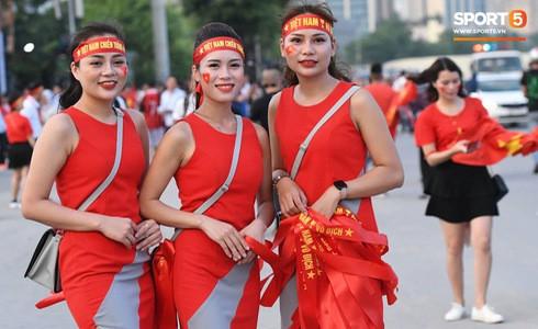 [Vòng loại World Cup 2022] Việt Nam 1-0 Malaysia (H2): Quang Hải lập siêu phẩm ngả người volley - Ảnh 23.