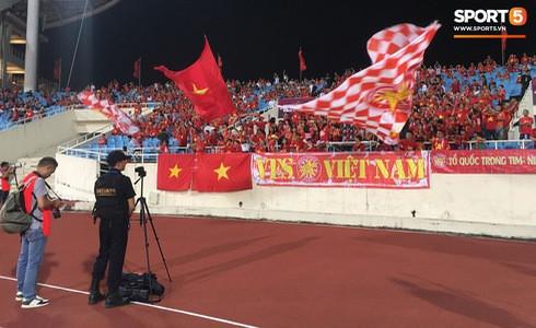 [Vòng loại World Cup 2022] Việt Nam 1-0 Malaysia (H2): Quang Hải lập siêu phẩm ngả người volley - Ảnh 40.