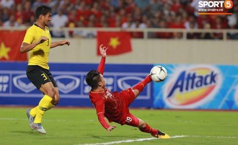 [Vòng loại World Cup 2022] Việt Nam 1-0 Malaysia (H2): Quang Hải lập siêu phẩm ngả người volley - Ảnh 7.