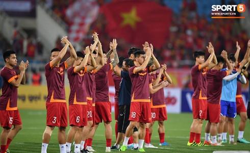 [Vòng loại World Cup 2022] Việt Nam 1-0 Malaysia (H2): Quang Hải lập siêu phẩm ngả người volley - Ảnh 45.