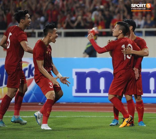 Không chỉ ghi bàn giúp Việt Nam thắng Malaysia, Quang Hải còn khiến đội bạn nể phục bởi hành động rất đẹp này - Ảnh 6.