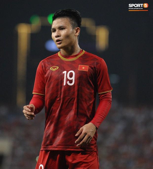 Không chỉ ghi bàn giúp Việt Nam thắng Malaysia, Quang Hải còn khiến đội bạn nể phục bởi hành động rất đẹp này - Ảnh 8.