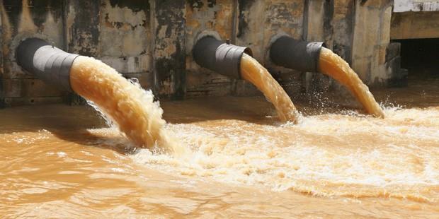 Sự khác nhau giữa người giàu và người nghèo: Đến đường nước thải cũng khác biệt đến nặng nề - Ảnh 2.