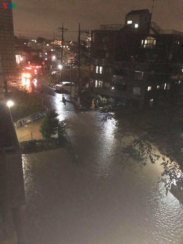 Nhật Bản sau bão Hagibis: Đường biến thành sông, nhà cửa đổ sập - Ảnh 3.