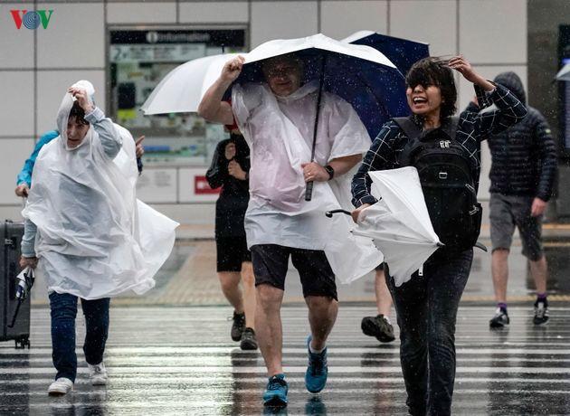 Nhật Bản sau bão Hagibis: Đường biến thành sông, nhà cửa đổ sập - Ảnh 4.