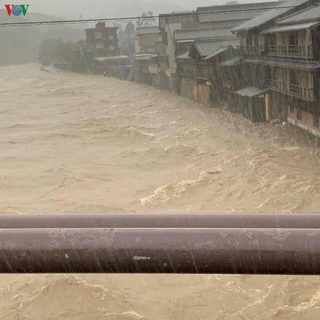 Nhật Bản sau bão Hagibis: Đường biến thành sông, nhà cửa đổ sập - Ảnh 8.