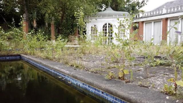 Gần trăm biệt thự siêu đắt bị bỏ hoang trên đại lộ tỷ phú London - Ảnh 1.