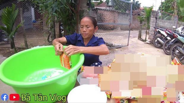 Loạt món ăn tạo phốt của bà Tân Vlog: Từ quảng cáo quá đà, nấu nướng vô lý đến thiếu tính giáo dục, liệu có phải là báo hiệu cho sự thoái trào? - Ảnh 2.