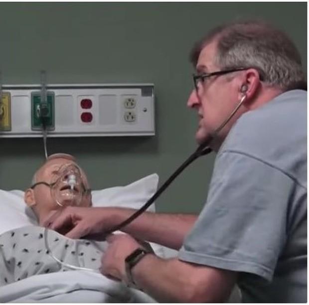 Vợ chết vì ung thư, người đàn ông quyết tâm trở thành sinh viên dược ở tuổi 54 - Ảnh 2.