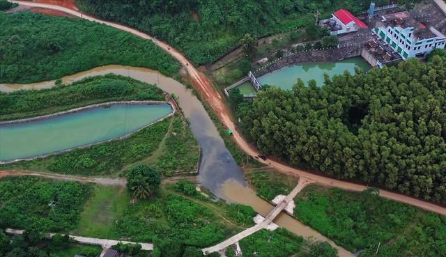 Cty nước Sông Đà lắp lưới lọc dầu sau 1 tuần xảy ra sự cố đổ trộm dầu thải - Ảnh 11.
