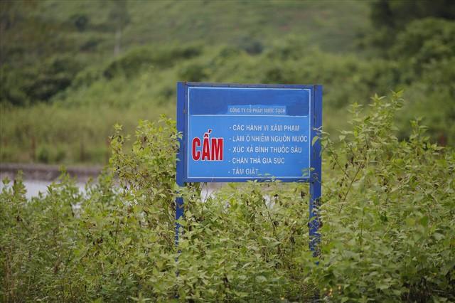 Cty nước Sông Đà lắp lưới lọc dầu sau 1 tuần xảy ra sự cố đổ trộm dầu thải - Ảnh 7.