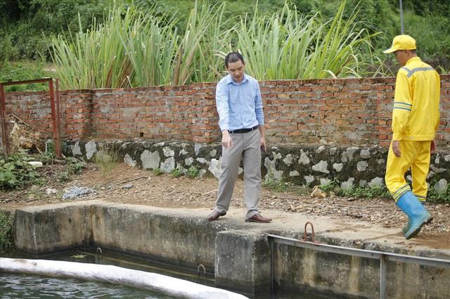 Cty nước Sông Đà lắp lưới lọc dầu sau 1 tuần xảy ra sự cố đổ trộm dầu thải - Ảnh 8.
