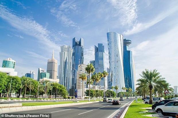 Thành phố chơi lớn nhất thế giới: Bật cả điều hòa NGOÀI TRỜI để giúp người dân thấy mát mẻ hơn - Ảnh 1.