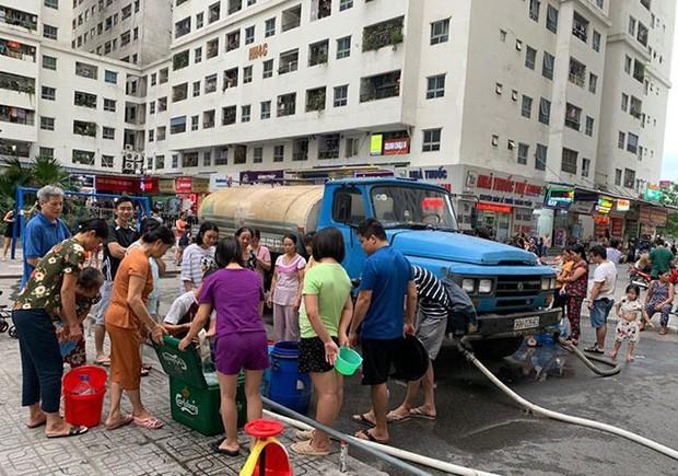 Hội bảo vệ người tiêu dùng: Phải đền bù, miễn tiền nước cả năm cho người dân - Ảnh 1.
