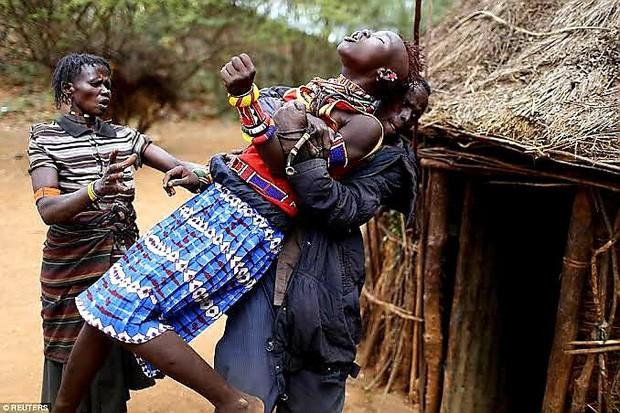 Sự thực về bộ lạc có tục hỏi vợ được xem là tàn nhẫn nhất thế giới: Thích ai thì bắt về trước, hỏi cưới sau, mặc cho nạn nhân than khóc đau khổ - Ảnh 6.