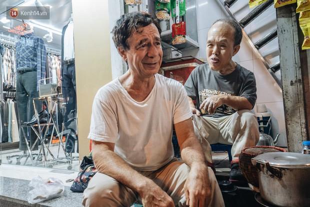 Chuyện chú lùn 65 tuổi ở phố cổ Hà Nội: Nói tiếng Anh lưu loát, chinh phục đỉnh Fansipan và 2 lần đặt chân lên nước Mỹ - Ảnh 3.