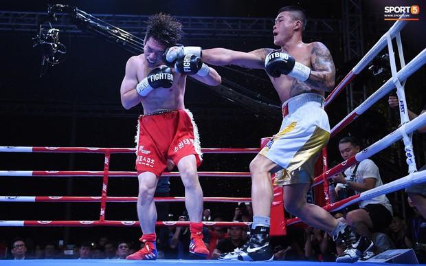 Xúc động khoảnh khắc Trương Đình Hoàng chính thức đeo lên người chiếc đai lịch sử, làm rạng danh boxing Việt tới toàn thế giới - Ảnh 5.