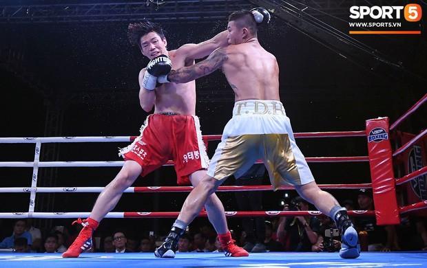 Xúc động khoảnh khắc Trương Đình Hoàng chính thức đeo lên người chiếc đai lịch sử, làm rạng danh boxing Việt tới toàn thế giới - Ảnh 6.