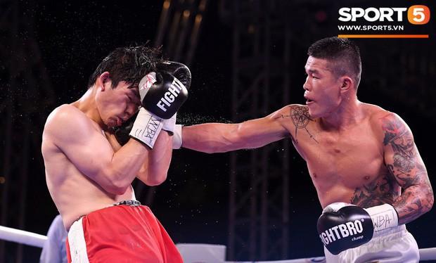 Xúc động khoảnh khắc Trương Đình Hoàng chính thức đeo lên người chiếc đai lịch sử, làm rạng danh boxing Việt tới toàn thế giới - Ảnh 7.