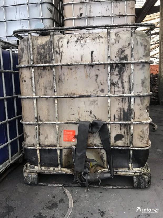Vụ đổ dầu thải tại Nhà máy nước sông Đà: Hé lộ một chiếc ôtô con dẫn đường cho xe tải - Ảnh 5.