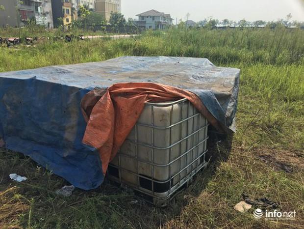 Vụ đổ dầu thải tại Nhà máy nước sông Đà: Hé lộ một chiếc ôtô con dẫn đường cho xe tải - Ảnh 6.