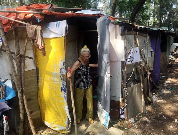 Người phụ nữ Sài Gòn một thời giàu có, 94 tuổi sống gầm cầu, bán vé số - Ảnh 3.