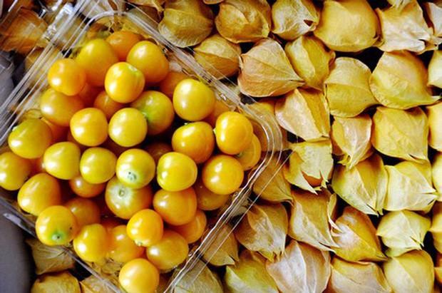 """Một loại quả mọc dại ở Việt Nam nhưng lại được bày bán """"sang chảnh"""" ở siêu thị nước ngoài, vài nơi còn không có đủ cho khách mua - Ảnh 9."""