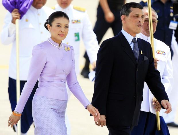 Không chỉ Hoàng quý phi, vợ cũ của vua Thái Lan trước đây cũng từng bị phế truất và kết cục vô cùng đau xót - Ảnh 1.