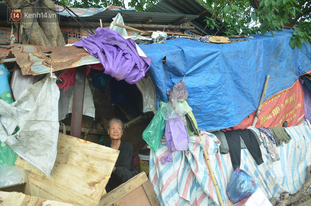 Xót thương cụ bà nhường căn phòng 3m2 cho con trai rồi sống một mình trong nhà rác sau chợ Long Biên - Ảnh 3.