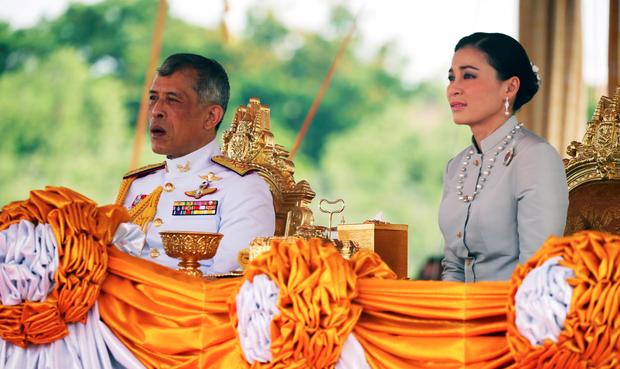 Hé lộ thông điệp cuối cùng trên Instagram của Hoàng quý phi trước khi bị phế truất, ngầm khẳng định không bất trung với vua Thái Lan? - Ảnh 3.