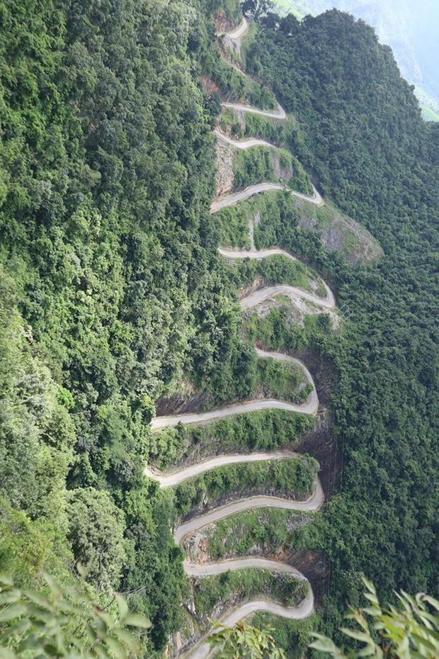 Đã tìm ra con đèo đáng sợ nhất Việt Nam: Uốn lượn 14 tầng cao vút, đến hội phượt thủ lâu năm cũng phải dè chừng - Ảnh 1.