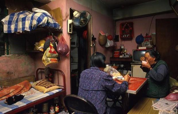 Cửu Long Thành Trại ở Hong Kong: Nơi đầy rẫy tội phạm, tệ nạn nhưng lại là mái ấm tình thương cho người già và trẻ em - Ảnh 14.