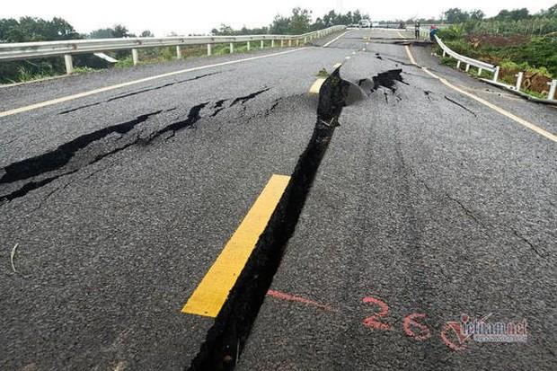 Đường tránh 250 tỷ đồng sụt lún, nứt toác như động đất ở Gia Lai - Ảnh 7.