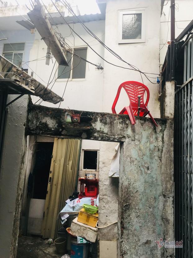 Từng có ngàn m2 đất ở khu nhà giàu, gia đình Sài Gòn chỉ còn căn nhà 2,4m2 - Ảnh 1.
