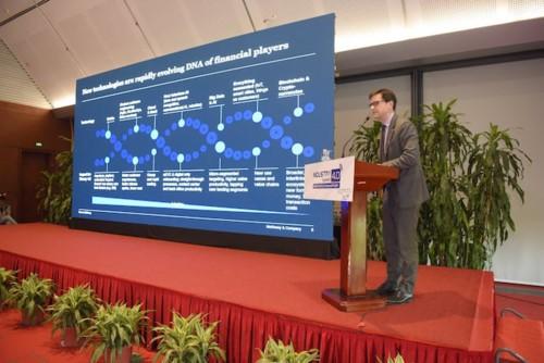 Điều gì sẽ giúp ngân hàng truyền thống cạnh tranh sòng phẳng với Fintech? - Ảnh 1.