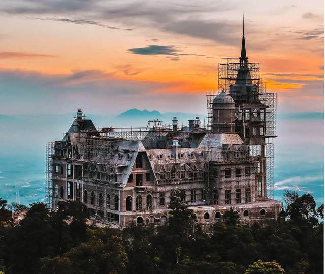 Đại gia kín tiếng chi bao nhiêu tiền để xây lâu đài khủng trên đỉnh Tam Đảo? - Ảnh 3.