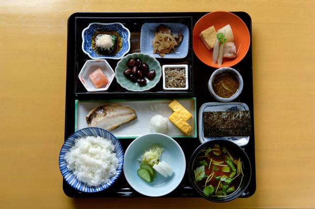 Thói quen ăn uống giúp người Nhật sống thọ nhất thế giới: Chỉ ăn no 8 phần, một ngày ăn 7 loại rau nhưng quan trọng nhất là giữ điều này!  - Ảnh 7.