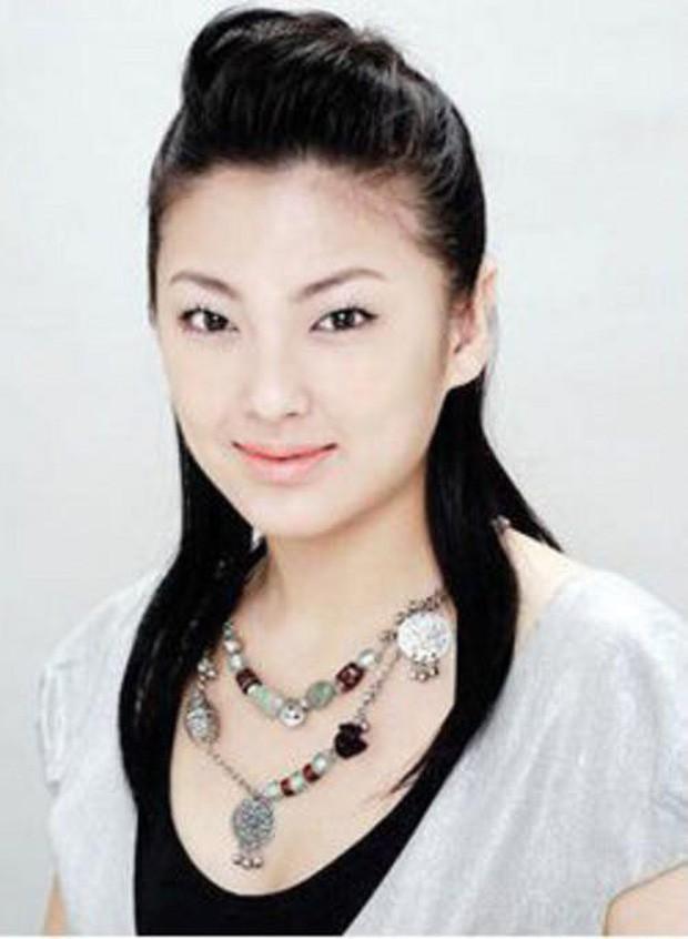 Trương Vũ Kỳ: Kẻ phản bội Châu Tinh Trì, 2 cuộc hôn nhân bị lừa cả tình lẫn tiền và scandal đâm chồng chấn động Cbiz - Ảnh 8.